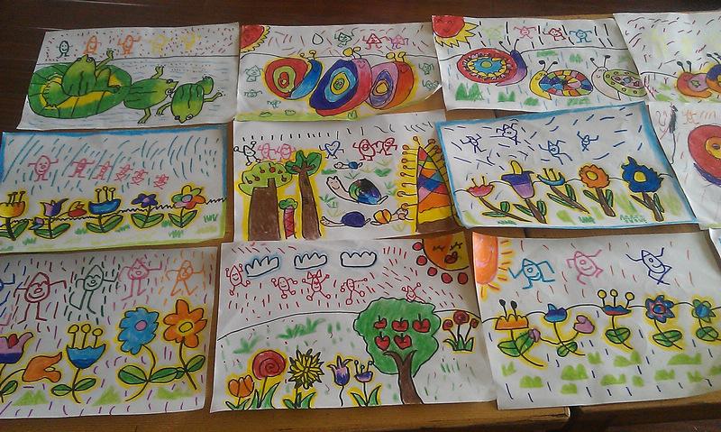"""在桃红柳绿、春意盎然的日子里,花园幼儿园的师生们以春的蓬勃朝气迎来了华东师范大学骨干教师培训班的学员们。我们热忱地呈上了花园遵循二期课改、实施二期课改中富有浓郁花园生命意识气息的半日活动:方颂农、马黎莉二位骨干教师的数活动及绘画活动吸引着教师们的眼球,方老师充分发挥自己扎实的数教学基本功及对数教学独特的思路,设计了色彩鲜艳、可爱、动态的深受幼儿欢迎的多媒体课件,引领孩子在""""我们去郊游""""这个愉悦的与动植物互动的游戏场景里,帮助幼儿梳理数字与数目之间的关系,巩固对10以内数的认识,激发"""