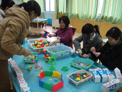 人乐幼儿园开展0—5年青年教师积木建构活动