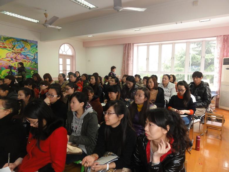 聆听专家讲座,感受全新理念——记《上海学前教育课程