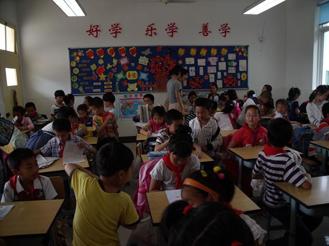 临潮幼儿园大班开展参观小学活动