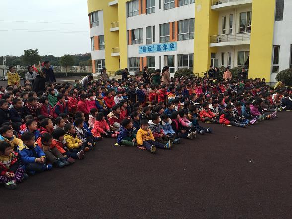 四团幼儿园组织幼儿观看木偶戏表演