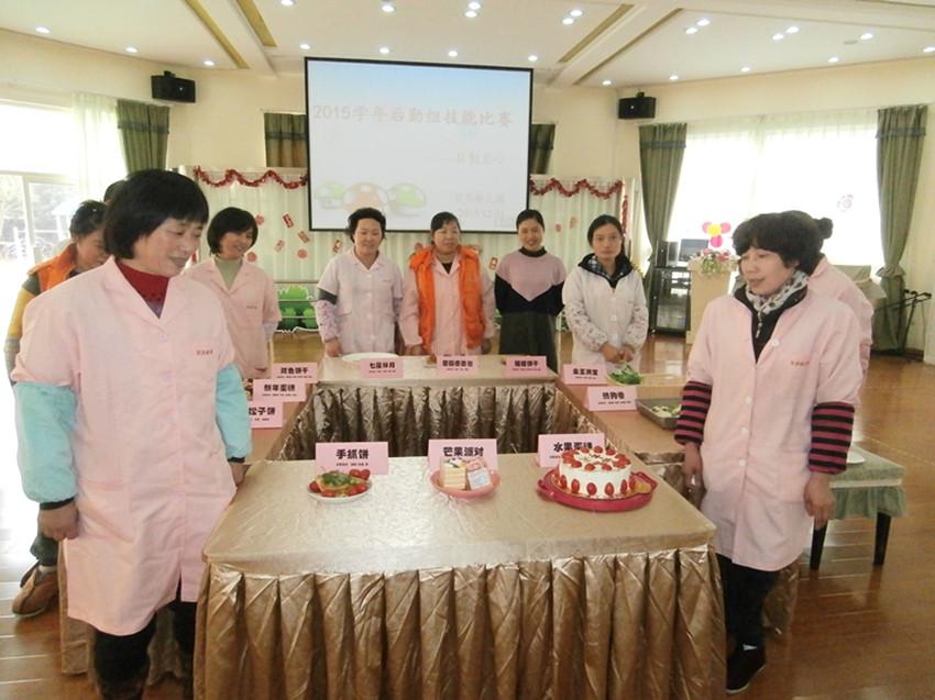 幼儿园点心制作比赛_贝贝幼儿园举行后勤组花色点心制作比赛 - 上海学前教育网