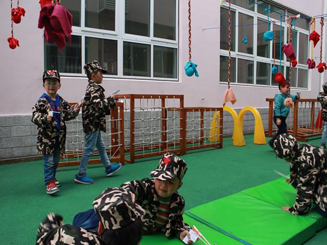 临潮幼儿园:户外混龄区域运动园际联动活动