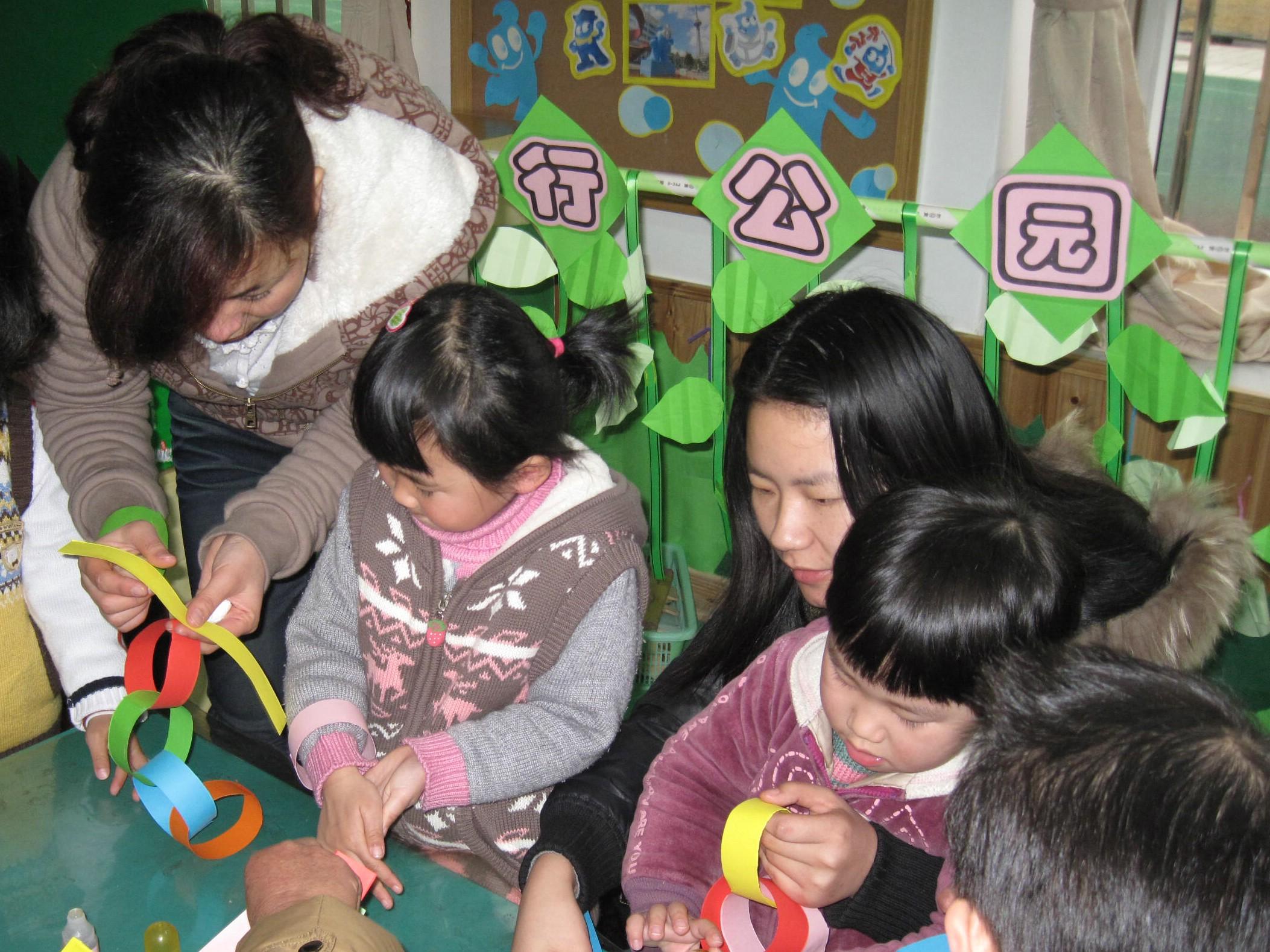 亲子乐融融,共庆三八节——记鹤庆幼儿园庆三八活动