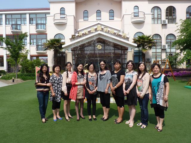 王秀芳园长的陪同下; 金蔷薇幼儿园迎接云南学前教育同行来园观摩活动