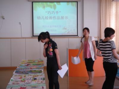 松江区蓝天幼儿园举行巧巧手幼儿绘画作品展示活动