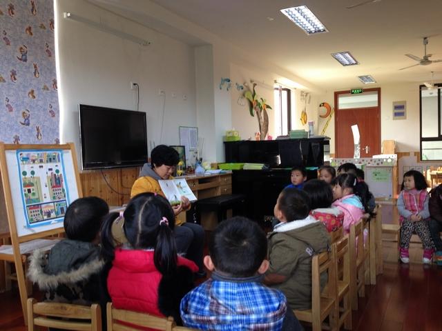 课堂为幼儿上一次集体活动,我们的家长有的选择了语言活动,如海马三班