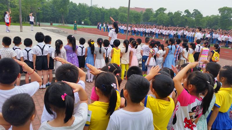 小天鹅幼儿园组织大班幼儿参观小学