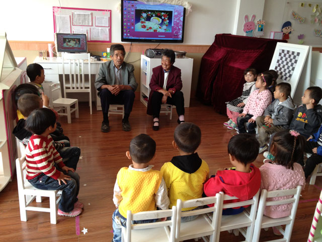 """青苹果幼儿园开展""""我和爷爷奶奶共欢乐""""庆重阳活动"""