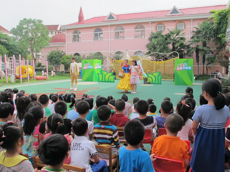 社区资源进校园这样一种形式的活动展现了幼儿园与社区良好默契配合