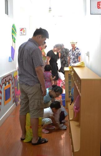 幼儿换鞋步骤图片