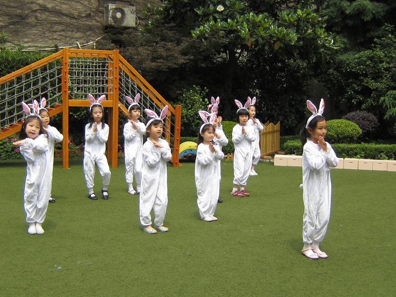 活泼可爱的《兔子舞》;中班