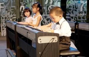 儿童过早练钢琴易得近视