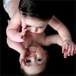 宝宝跌倒不哭,不一定是勇敢