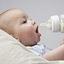 别用矿泉水给宝宝冲奶粉