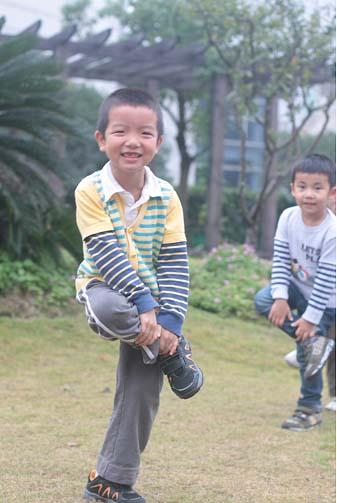 男民间斗鸡的大班攀岩:游戏(教师)重庆户外运用俱乐部
