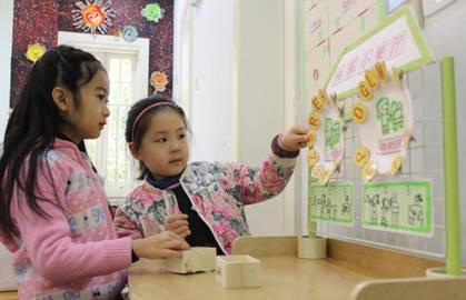 在改变用餐模式,对午餐活动再设计过程中,我们将进餐活动与幼儿的