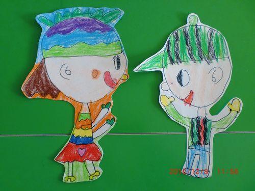 3.幼儿绘画,教师指导:-大班美术 他们在做什么