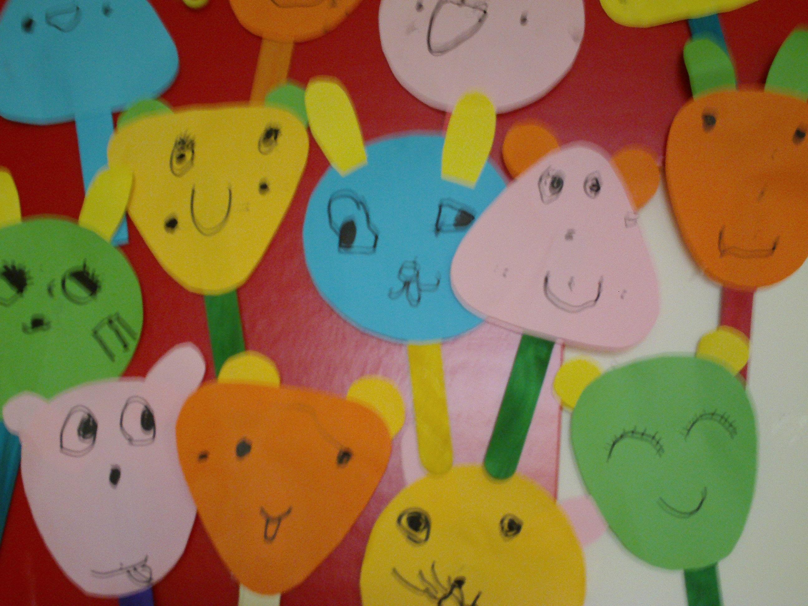 今天宝贝们设计了小动物扇子哦,看看宝贝们的作品吧.