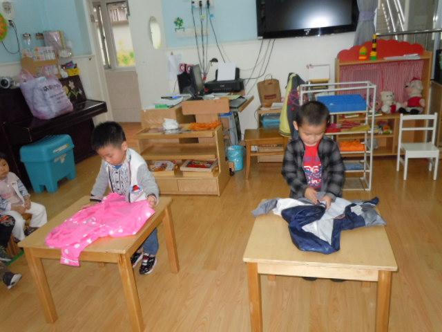 幼儿园叠衣服五部步骤图