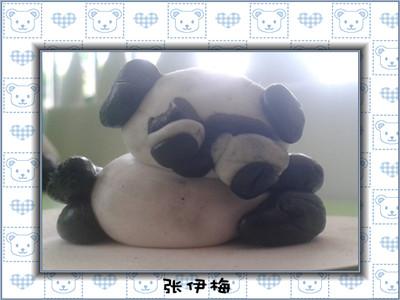 本周主题:《在动物园里》,这周我们用黑白彩泥制作了可爱的熊猫.
