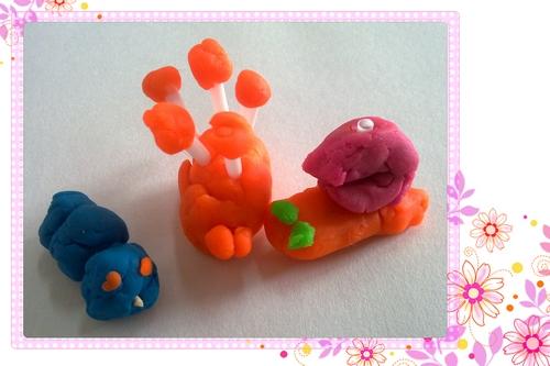 这些可爱的小动物可都是孩子们用橡皮泥自己制作而
