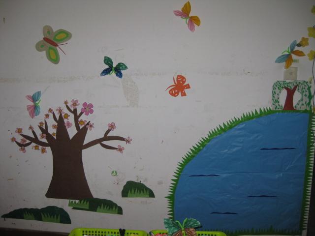 这里是我们的美工操作墙面,美工区里完成的都可以把他布置在