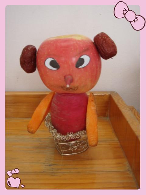 倪朱磊小朋友及其家长共同制作的水果娃娃 -水果娃娃