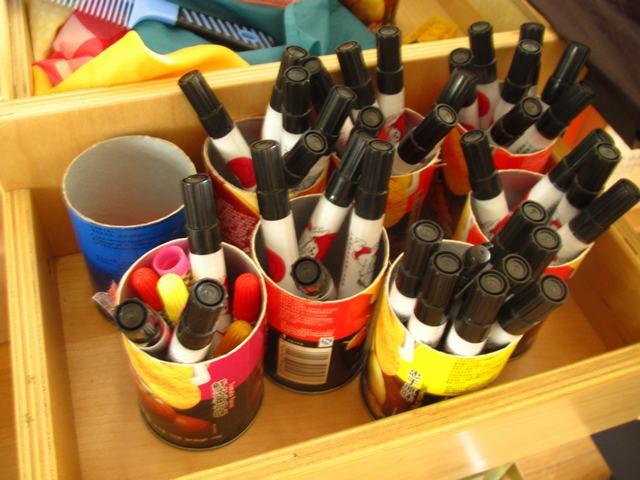 薯片罐子做成的笔筒,可以放些宝贝们平时画画用的