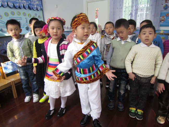 """大一班小朋友集体表演——上海说唱""""阿拉全是中国人""""-信息详细 星"""