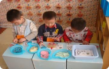 幼儿园全家福手工制作圆形