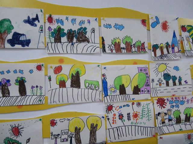 幼儿绘画我在马路边分享展示