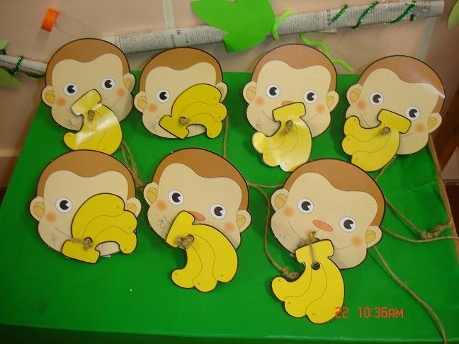 可爱小猴子吃香蕉