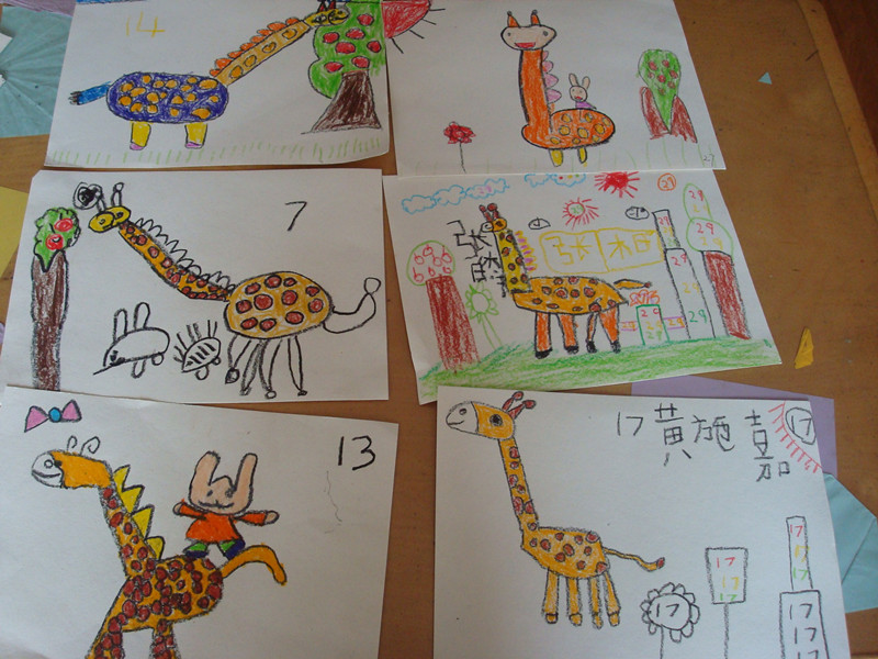 小动物可以让长颈鹿脖子伸长变成梯子,让小动物踩上去摘果子,有的说
