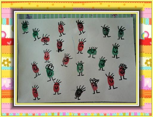 运用颜料,宝宝手指蘸上颜料在铅画纸上印出指印,然后用勾线笔添画上