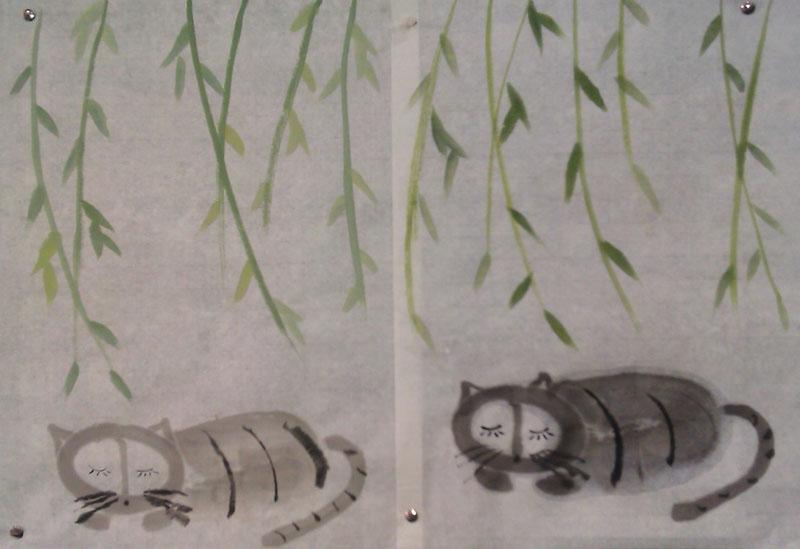 淡墨,中锋画椭圆形的小猫的头,中锋画两边三角形的耳朵,大侧锋1笔画