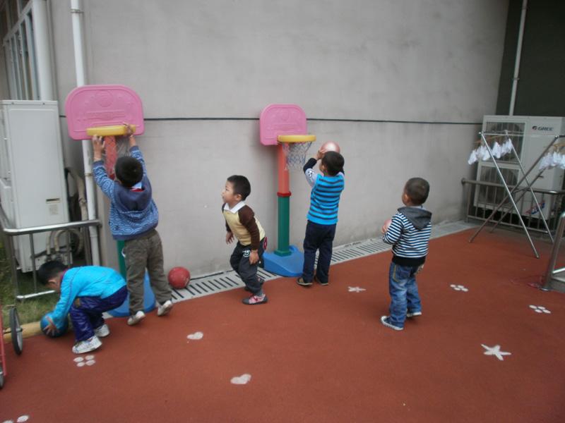 幼儿园区角投篮器手工制作