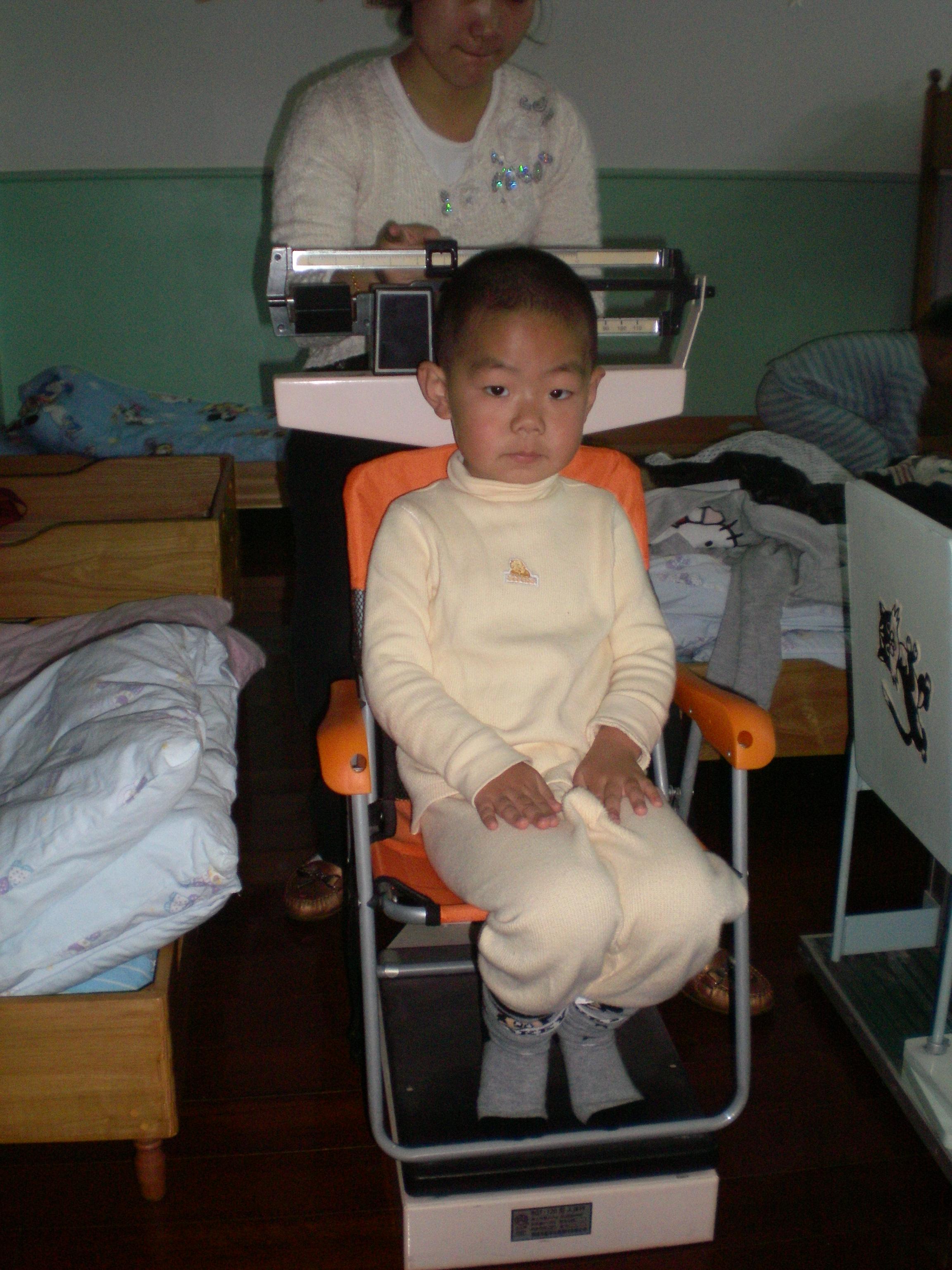 全体幼儿测量身高体重