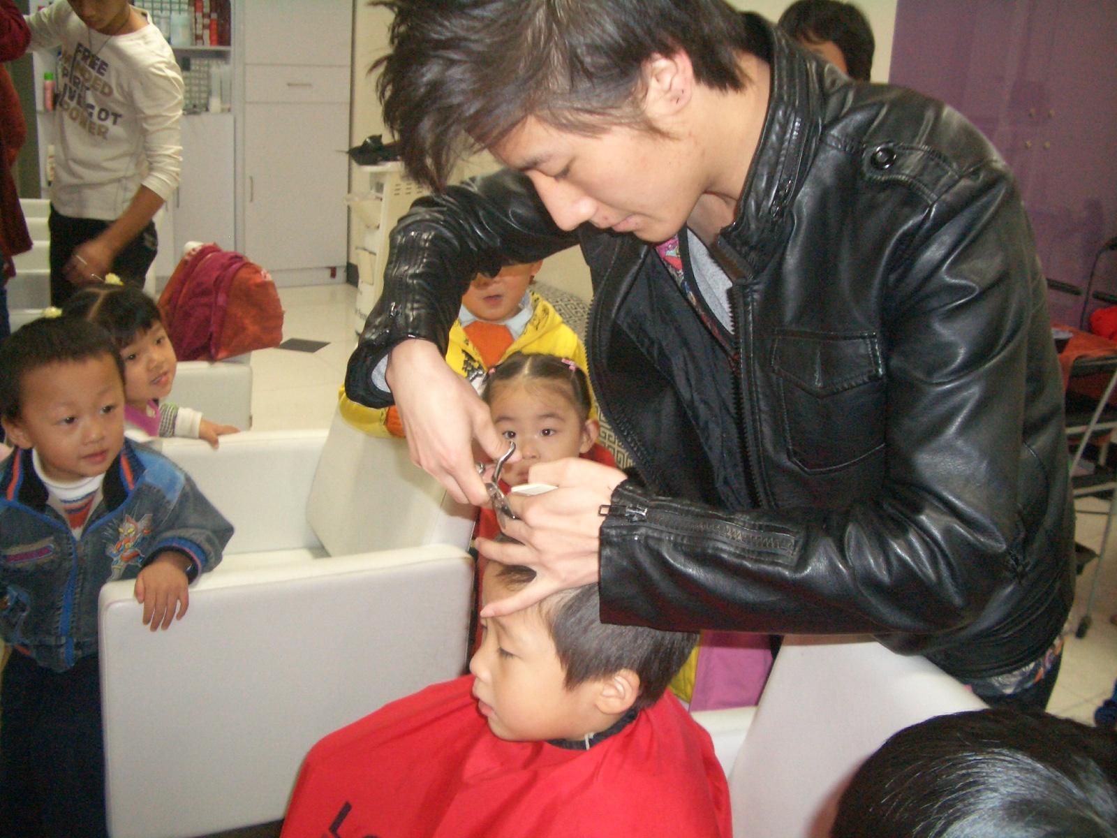 幼儿园手工制作理发店工具