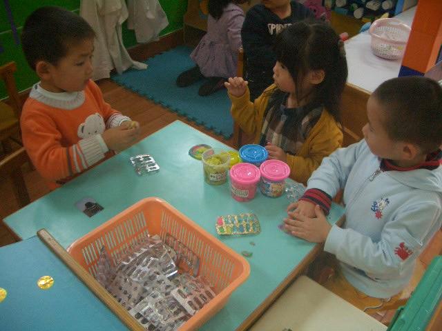 幼儿园喂小动物区角图片