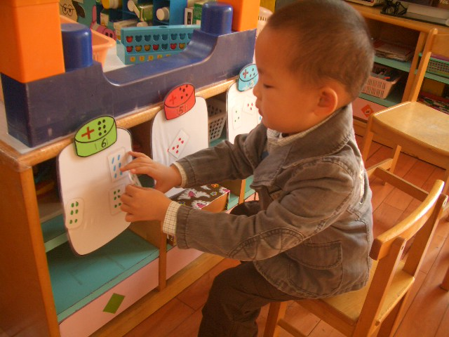 幼儿园瓶盖画设计意图