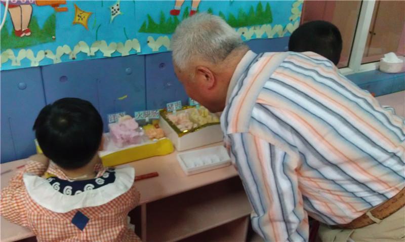 角色游戏的开放活动,通过此次活动让家长了解幼儿在幼儿园里高清图片