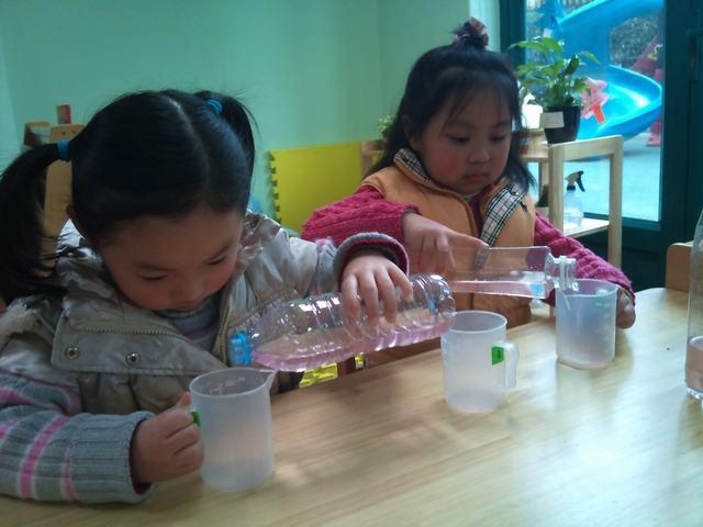 电扇实验(大班) 活动准备:制作电扇的材料,图纸 玩法:根据图纸,接电路