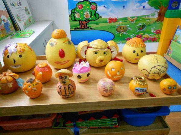 和爸爸妈妈一起用水果制作各种有趣的娃娃和小动物