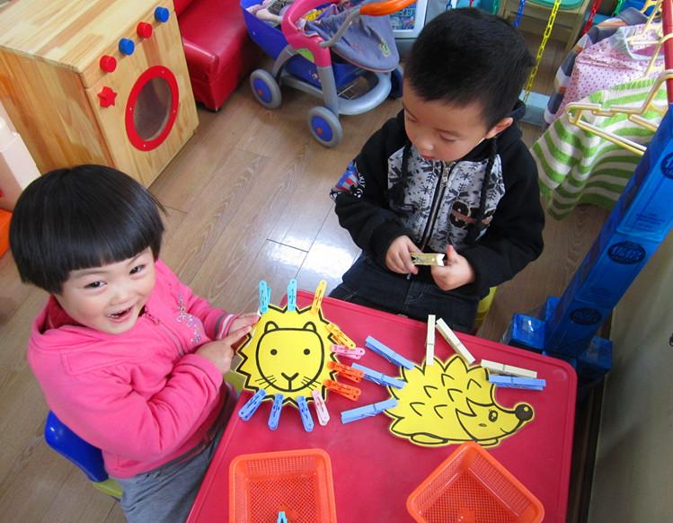 幼儿园小孩子扎头发图片
