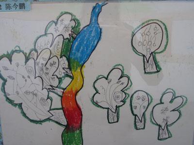 幼儿对作品的阐述:一年有四个季节,绿油油的春天,火辣辣的夏天,凉爽