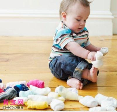 轻松让宝宝学会自己穿鞋袜的三步骤