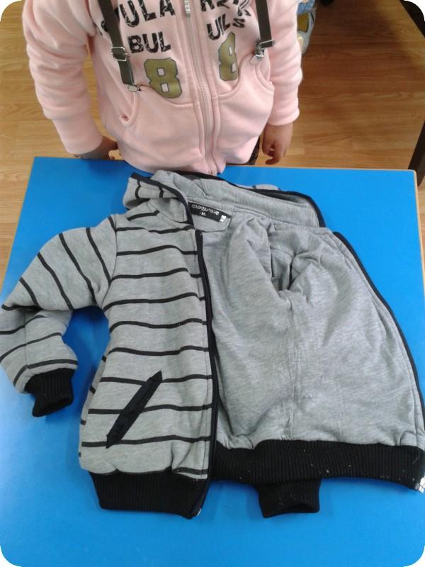 叠衣服和裤子照片 -信息内容 大三班