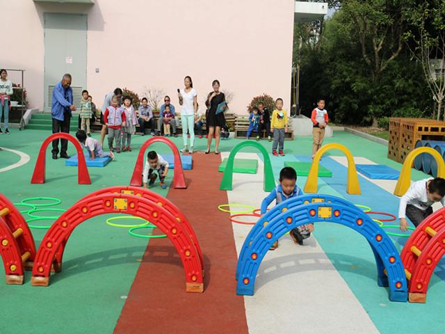 幼儿园运动会苹果班班牌设计图片展示
