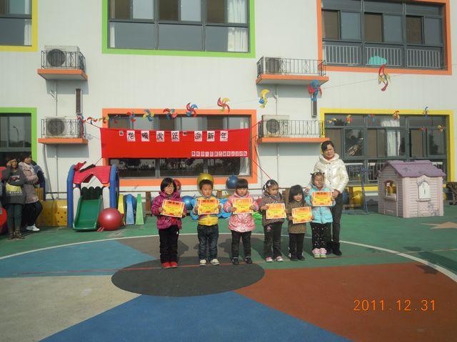 将幼儿日常的运动技能如拍球,跳绳,骑车等融入其中,开设游戏&#8220